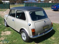 Mini 1275 LS Hi Ho Silver. Interesting combination this one - claims to be all original. I've never seen a vinyl roof on a 1275 before, nor that type of sunroof, however, I could be wrong and it may be original. Everything else appears to be in place, and a nice car.. Asking $ 7,400, Nov 2012, located Goulburn NSW