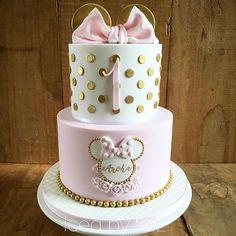 Minnie Mouse cake Minnie Mouse cake The post M cake decorating recipes kuchen kindergeburtstag cakes ideas Minni Mouse Cake, Bolo Da Minnie Mouse, Minnie Mouse Birthday Cakes, Minnie Cake, Baby Birthday Cakes, Birthday Cake Girls, Birthday Ideas, Pink Minnie, Cake Baby
