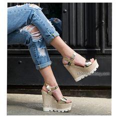 #platforms #summer #heels #shoes #fashion #style Summer Heels, Espadrilles, Sandals, Shoes, Style, Fashion, Espadrilles Outfit, Slide Sandals, Moda
