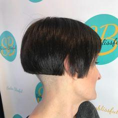Chic Gray Blunt Haircut - 50 Spectacular Blunt Bob Hairstyles - The Trending Hairstyle Blunt Bob Hairstyles, Blunt Haircut, Stacked Bob Hairstyles, Bob Haircut With Bangs, Short Bob Haircuts, Girl Haircuts, Braided Hairstyles, Shaved Bob, Shaved Nape