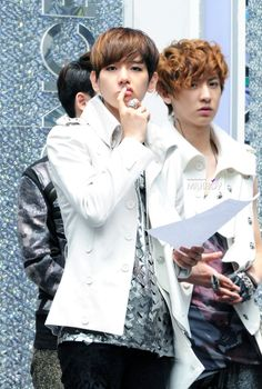 Baekhyun. HE'S SO CUUUTE!!!  btw, see Channie glaring at the girl taking the pic for looking at his Baekkie? ;) Lol