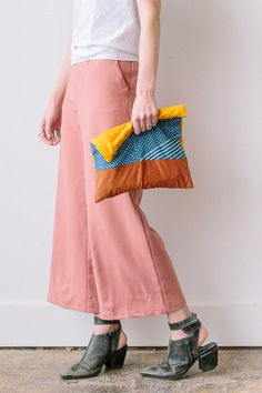 Make this patchwork foldover clutch! It's a DIY. Click through for the tutorial. #clutch #diy #tutorial #sewing #sewingproject #patchwork #howto #fashionaccessories