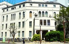 岩手医科大学1号館。葛西萬司設計(東京駅や旧盛岡銀行本店など)。この正面入り口は現在は使われていない。