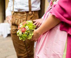 Ja, ich trachte! Heiraten in Tracht im Thermenland Steiermark Flowers, Getting Married, Culture, Weddings, Florals, Flower, Blossoms