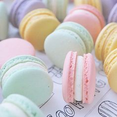 Macaron Ladurée colori pastello Vanilla Cake, Desserts, Food, Tailgate Desserts, Deserts, Eten, Postres, Hoods, Meals