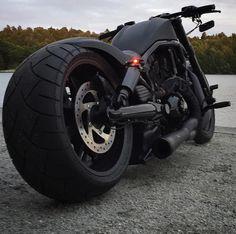 Chopper Et Rondo Harley Bobber, Bobber Chopper, Custom Street Bikes, Custom Bikes, Hd V Rod, Harley Davidson V Rod, Utility Trailer, Moto Bike, Plate Holder