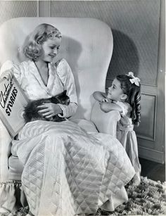 Joan Bennet reading Christmas stories to her daughter in 1938