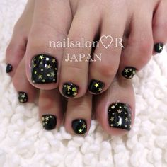 Pretty pedicure - black with gold stars and dots Foot Pedicure, Pedicure Nail Art, Toe Nail Art, Nail Nail, Cute Pedicure Designs, Toenail Art Designs, Pedicure Ideas, Pretty Pedicures, Pretty Nails
