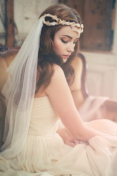 Romantic wedding veil from Jannie Baltzer | see more on: http://janniebaltzer.com/