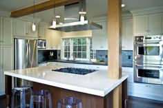 Image from http://inspir8s.com/wp-content/uploads/2015/02/kitchen-islands-with-stove-top.jpg.