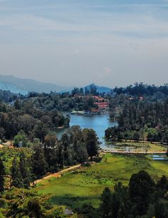 Kodaikanal is located in the hills of Dindigul district of Tamil Nadu. It has a long history as a retreat and popular tourist destination in Tamil Nadu. Places Around The World, Around The Worlds, Honeymoon Vacations, Ooty, Hill Station, South India, India Travel, Pilgrimage, Incredible India