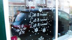 Hoe versier je raam met #krijtstift #kerstraam #raamtekening #letitsnow door blog Mamasvlog met een #sjabloon van #etsyshop #krijtstifttekening ontwerp door #cecielmaakt Let It Snow, Let It Be, Chalkboard Quotes, Art Quotes, Blog, Blogging, Snow