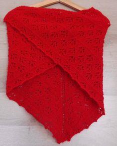 be537b5789e8 Châle, chauffe épaule, tricoté main, forme triangulaire, laine dentelle  rouge