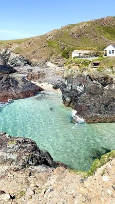 Beautiful Places To Travel, Best Places To Travel, Beautiful Beaches, Cool Places To Visit, Wonderful Places, Holiday Destinations, Travel Destinations, Cornwall Beaches, Devon And Cornwall