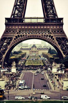 Take me to Paris, the Eiffel tower.