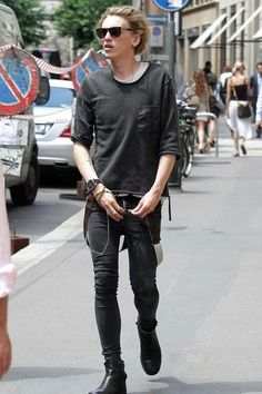 pastel towards deathrock (goth), not quite there - Out and about 2013<<<<<< THAT IS JAMIE CAMBELL BOWER!!!