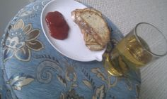 Desem Lievito tosti met kaas en tomatensaus. Appelcider.