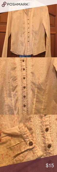 GAP blouse Excellent condition. Vintage look. GAP Tops Button Down Shirts