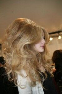 Gotta try this! Love the volume and ease of this hairstyle. Just need a lot of hair spray...