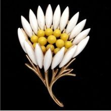 Trifari Chic 1960's Daisy Flower Brooch...the ultimate summer pin!