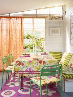 Gudrun Sjödéns Sommerkollektion 2015 - Wunderschöne Muster, klare Streifen und natürlich jede Menge Farben - das gilt im Sommer 2015 auch für unser textiles Zuhause-Sortiment.