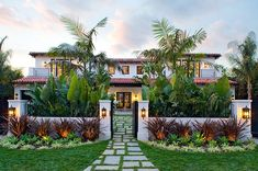 Photos courtesy Meridith Baer & AssociatesExterior of a new construction Spanish revival style home in... Modern Front Yard, Small Front Yard Landscaping, Front Yard Design, Landscaping Ideas, Spanish Landscaping, Spanish Backyard, Backyard Landscaping, Backyard Planters, Spanish Garden