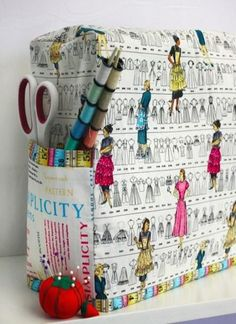Keep your sewing machine looking and working like new by protecting it with a custom, DIY sewing machine cover. Love this pattern for a cover! Sewing Room Decor, My Sewing Room, Sewing Rooms, Fabric Crafts, Sewing Crafts, Sewing Projects, Sewing Patterns Free, Free Sewing, Free Pattern