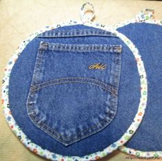 Jumbo Recyled Denim Pocket Pot Holder Xtra Large by GetPersonalEtc Potholder Patterns, Quilt Patterns, Sewing Patterns, Jean Crafts, Denim Crafts, Small Sewing Projects, Sewing Hacks, Fabric Crafts, Sewing Crafts