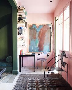 Pink sunroom, green walls