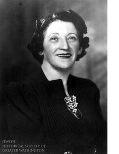 As penniless Jewish men arrived in search of work, Anna Shulman and others founded the Hebrew Sheltering Society. The Society provided kosher meals, a change of clothes, and lodging. 1931