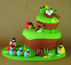 Erica Brand posted Bake Happy Angry Birds Cakes and Cupcakes Galore to her -treats i want to make- postboard via the Juxtapost bookmarklet. Torta Angry Birds, Angry Birds Birthday Cake, Bird Birthday Parties, Birthday Celebration, Fancy Cakes, Cute Cakes, Yummy Cakes, Beautiful Cakes, Amazing Cakes