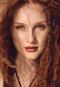 I'm in love with the natural beauty of freckles, and red hair and, if your here, you are too. Black Hair And Freckles, Freckles Girl, Perfect Redhead, Gorgeous Redhead, Beautiful Freckles, Beautiful Red Hair, Red Heads Women, Redhead Makeup, I Love Redheads