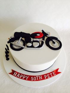Triumph motorbike cake                                                                                                                                                     Mais