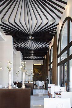 Restaurante Blu.  Ubicado en Plaza Lagos en Samborondón. Arquitectura y diseño sobrios.  Revista CLAVE! ed. 43  Fotos: María del Carmen Vivas