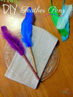 Looking for a fun party favor for your guests? Cheryl from Cheryl Elizabeth Craft has designed these pretty DIY feather pens to awe even the fanciest of guests 😉 DIY Feather Pens Feather pens! Easy Fall Crafts, Easy Crafts For Kids, Summer Crafts, Fun Crafts, Feather Crafts, Feather Pens, Lamb Craft, Diy Fidget Spinner, Elizabeth Craft