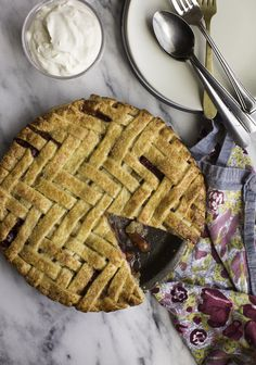 Felt like I hadn't done a proper pie in a while, so without further adieu, presenting my peach and ...