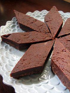 Chocolate Halvah Fudge - Nourish the Budding Lotus Raw Vegan Desserts, Raw Vegan Recipes, Vegan Treats, Chocolate Desserts, Yummy Treats, Paleo Sweets, Chocolate Art, Healthy Chocolate, Sugar Free Recipes