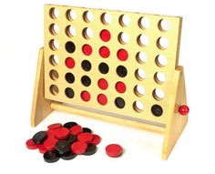 Vier in einer Reihe. Ein klassisches Holzspiel für die ganze Familie. Bei diesem zeitlosen Klassiker unter den Gesellschaftsspielen treten zwei Spieler gegeneinander an und versuchen mit ihrer Farbe, entweder waagerecht, senkrecht oder diagonal vier Steine in eine Reihe zu bekommen. Die Steine werden von der Oberseite eingeworfen und sobald das Spiel beendet ist, wird der Rahmen auf die Kopfseite geschwenkt und die Steine fallen heraus, so dass direkt im Anschluss eine Revanche stattfinde…