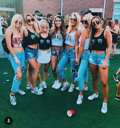 Bff pictures, best friend pictures, bff pics, friend pics, c College Game Days, College Fun, College Life, Bff Pictures, Best Friend Pictures, Fashion Souls, Tailgate Outfit, Diy Crop Top, Fall College Outfits