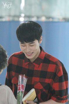 '이재욱' 아직도 입덕을 망설이나요? (부제 : 설지환 가지마아ㅠㅠ) : 네이버 포스트 Love Ya, Kdrama Actors, Photos Du, Asian Men, Korean Actors, Korean Drama, Cute Boys, Falling In Love, Idol