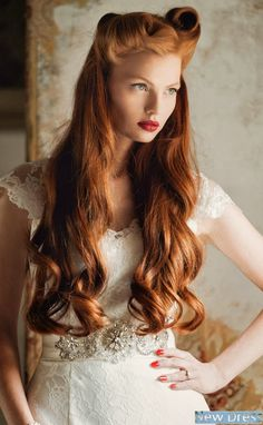 66 Rockabilly Frisuren - coole Ideen in Retro-Look - rockabilly frisuren frauen blonde haare locken hochzeitsfrisur brautfrisur vintage retro look - Beautiful Redhead, Gorgeous Hair, Amazing Hair, Romantic Bridal Updos, Hair Colorful, Ginger Hair, Vintage Hairstyles, Men's Hairstyles, Bridal Hairstyles