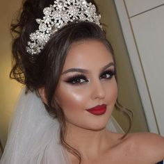 New bridal updo with tiara and veil makeup Ideas Bridal Hair Buns, Bridal Braids, Bridal Updo, Bridal Makeup Looks, Bridal Hair And Makeup, Wedding Hair And Makeup, Bride Makeup, Tiara Hairstyles, Wedding Hairstyles