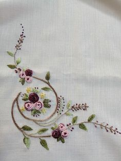 hand embroidery stitches tutorial step by step Bullion Embroidery, Brazilian Embroidery Stitches, Hand Embroidery Flowers, Embroidery Stitches Tutorial, Hand Work Embroidery, Flower Embroidery Designs, Simple Embroidery, Embroidery Hoop Art, Hand Embroidery Patterns