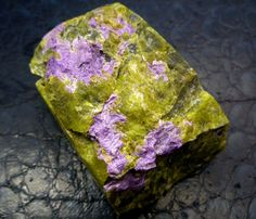Serpentine/Stichtite Specimen (Atlantisite.) 418cts RT1563