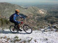 Me encanta esta foto subiendo el Pincho nevado (Jaén)