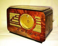 Antique Silvetone Magic Eye Tube Radio
