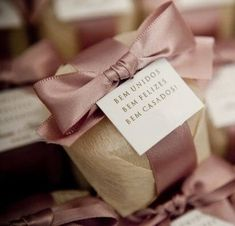 74 modelos de favores do casamento para seus convidados - Invitación-Recordatorios-Estampas - Wedding Gift Boxes, Wedding Favors, Diy Wedding, Rustic Wedding, Wedding Gifts, Dream Wedding, Wedding Decorations, Wedding Day, Wedding Dress