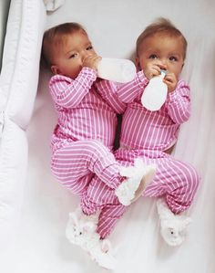 Taytum and Oakley Cute Twins, Cute Babies, Baby Kids, Cute Baby Pictures, Newborn Pictures, Twin Girls, Twin Babies, Beautiful Children, Beautiful Babies