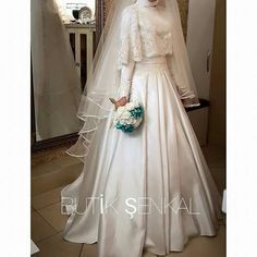 You can find different rumors about the annals of the wedding dress; tesettür First Narration; Muslim Wedding Gown, Muslimah Wedding Dress, Muslim Wedding Dresses, Hijab Bride, Muslim Brides, Wedding Hijab, Wedding Dress Sleeves, White Wedding Dresses, Designer Wedding Dresses