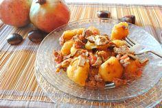 gnocchi di zucca morbidi, ricetta PerseganiIngredienti per gli gnocchi di zucca morbidi  purea di zucca, 340/350 g (circa un kg di zucca)  farina 00, 150 g  sale, pepe e noce moscata, q.b.  Per il ragù   funghi porcini secchi, 40 g  salsiccia, 300 g  pomodori pelati, 200 g (o una decina di pomodorini)  olio extravergine d'oliva, 20 g  aglio, uno spicchio  vino per sfumare, mezzo bicchiere  sale e pepe, q.b.